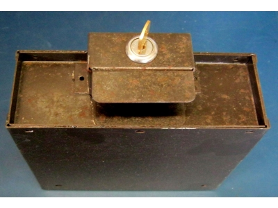 AMI Cadette CMM-1 Kasse mit Schloss und Schlüssel