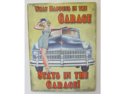 What Happens in the Garage   Blechschild  30x41