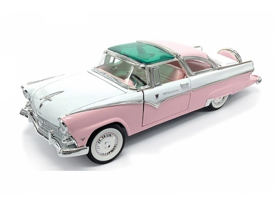 Ford Crown Victoria pink 1:18